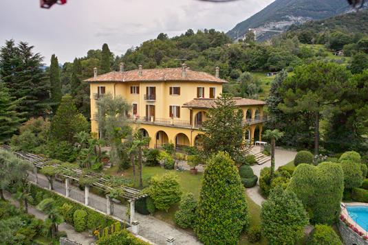Il parco di villa la collina lake como ville for Ville in collina