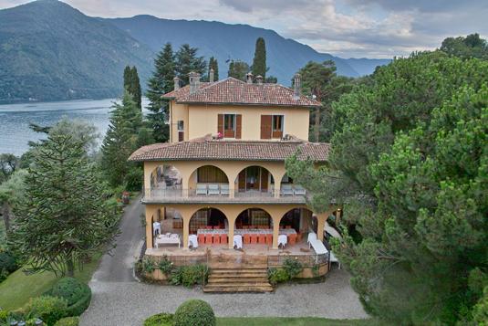 Club of como villa la collina for Ville in collina